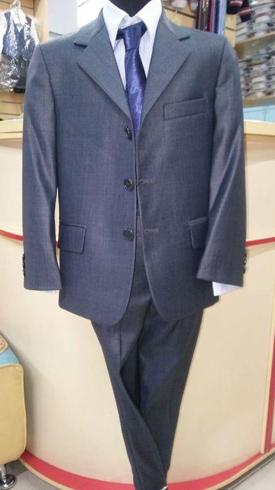 Продам классический костюм для мальчика