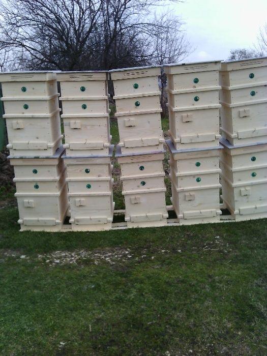 Продавам корпуси,плодници, магазини, цели кошери и пчел. дървен инж.