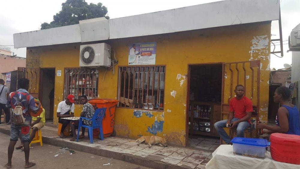 Venda desta casa Beira Estrada Cacenda 12 milhões de kwanza