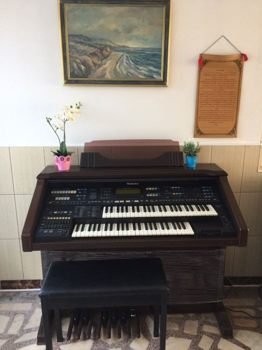 Vand pian pianina TECHNICS impecabila si unica in România