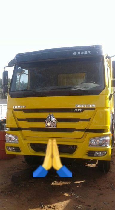 Vendo este camião sinotruk basculante,371 68.000km ac funciona motor.