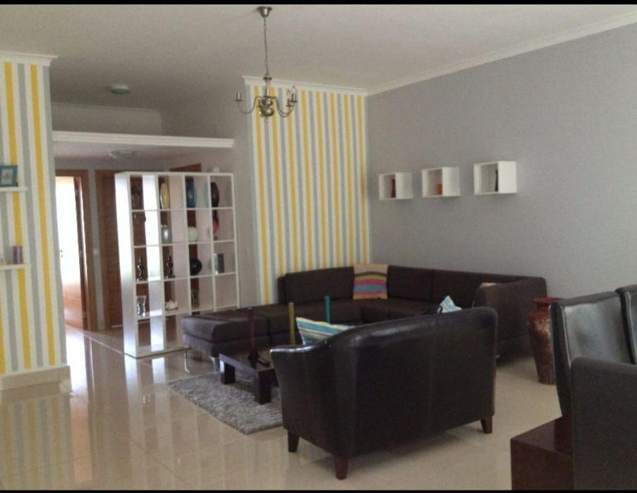 Arrendase Apartamento T2 no Joss Village mobilado.