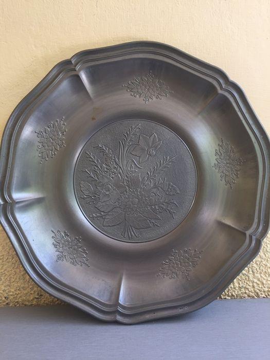 голяма калаена чиния за стена