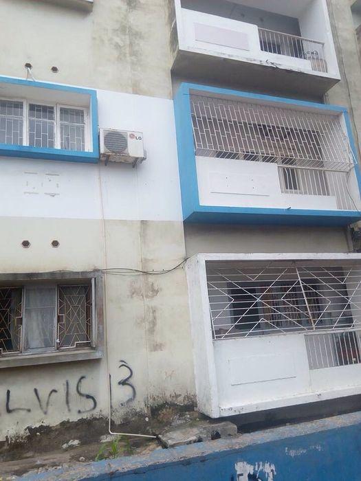*Vende-se flat tipo 3, 1°andar, na Av.Marien Ngouabi,próximo as bombas
