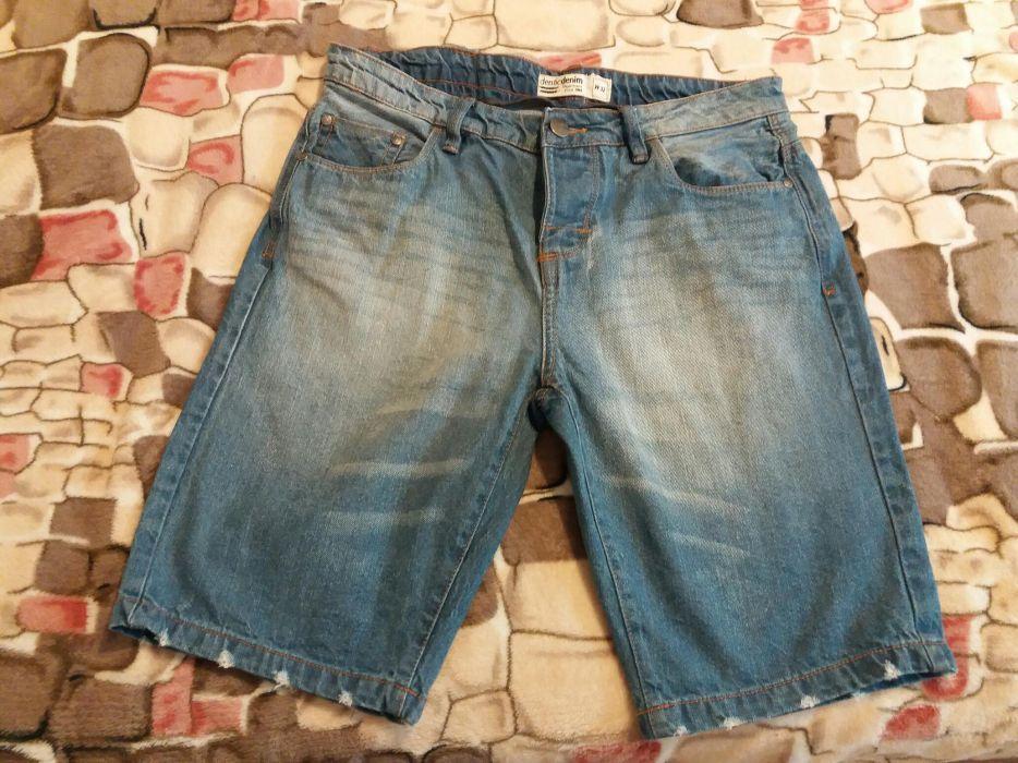 Pantaloni scurți Adidas, blugi