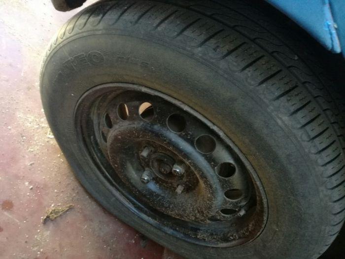 Jantes e pneus 14 com 4 furos
