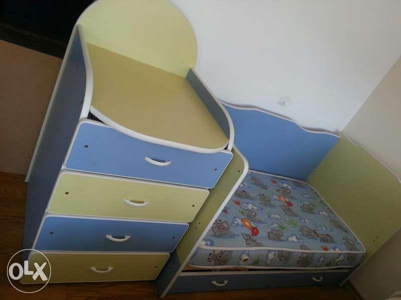 Детски креват и скрин-повивачка +двулицев матрак