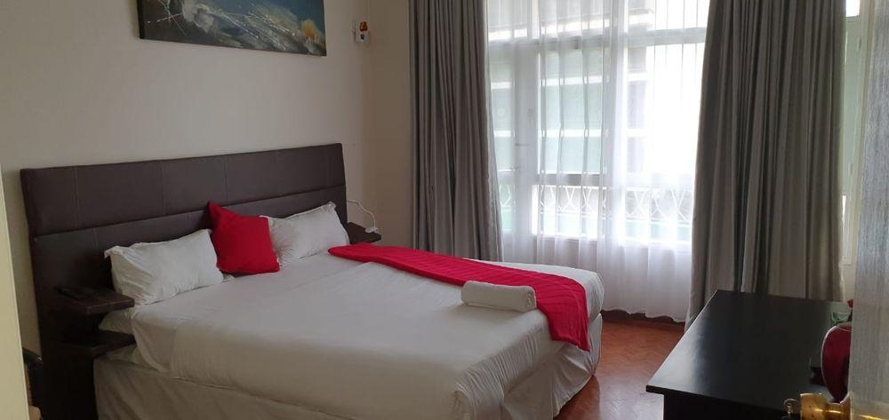 Arrendase flat t4 na polana rua Kassuende esquina com a Julius Nyerere