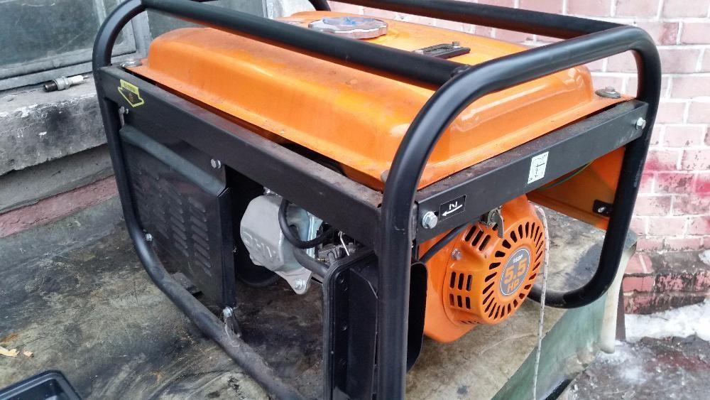 Vindem: Generator de curent pe benzina BELT 2,5kw / 220V
