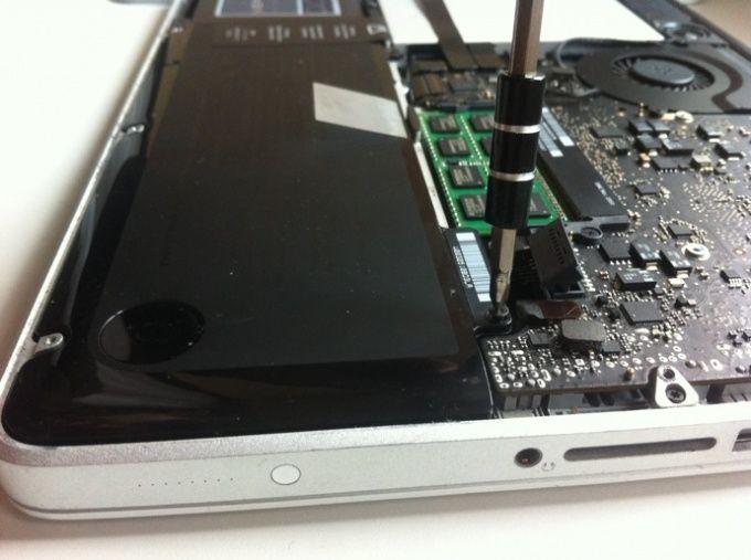 Батареи, аккумуляторы на MacBook Pro и MacBook Air в Алматы