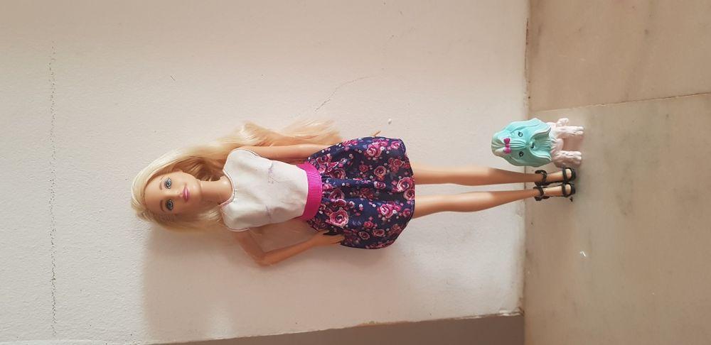 Papusa Barbie care își schimba culoarea