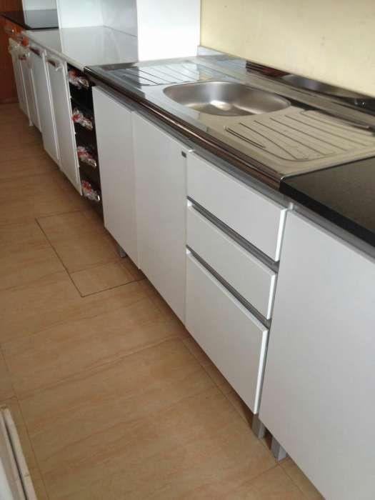 Armario de cuzinha de 120M com o lava loiça com 2 porta e 3 gaveta pro