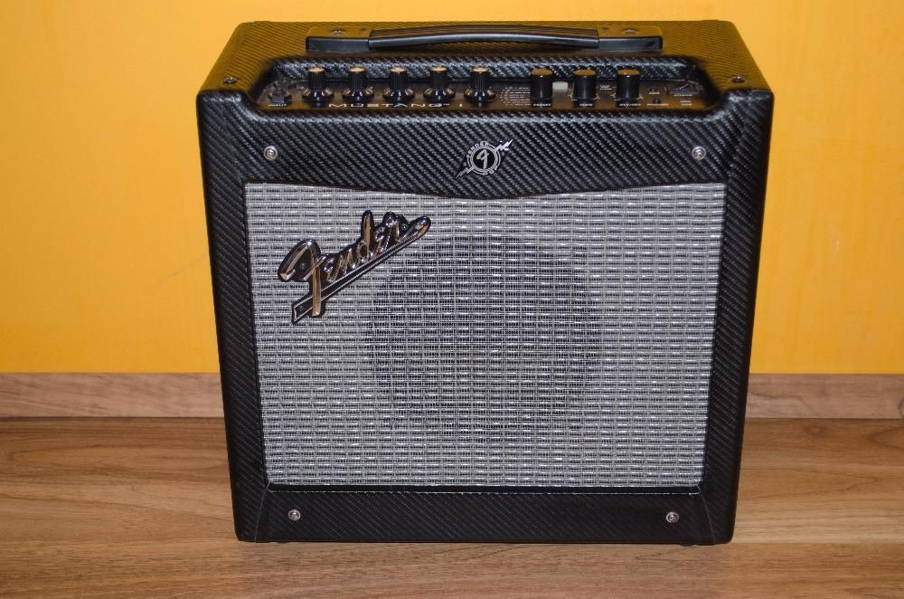 Pachet Amplificator chitara electrica + accesorii
