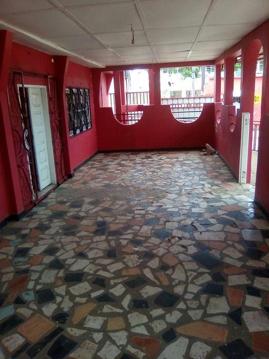 Bar. Proximo ha esc primaria kurula ( b maxaquene) Malhangalene - imagem 1