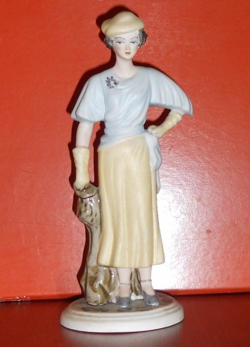 Bibelou statueta doamna cu palarie, deosebit, stantat