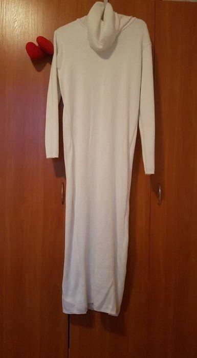 Бяла рокля подходяща и за бременни