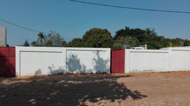 Dona Alice 30/50 Vedado com T3 Precaria.100metros da estrada R.PRAIA Maputo - imagem 1