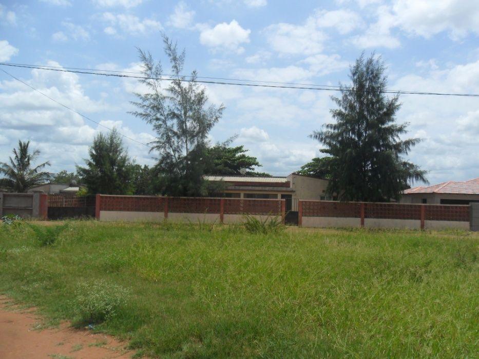 Vende-se casa na vila de Magude, província de Maputo.