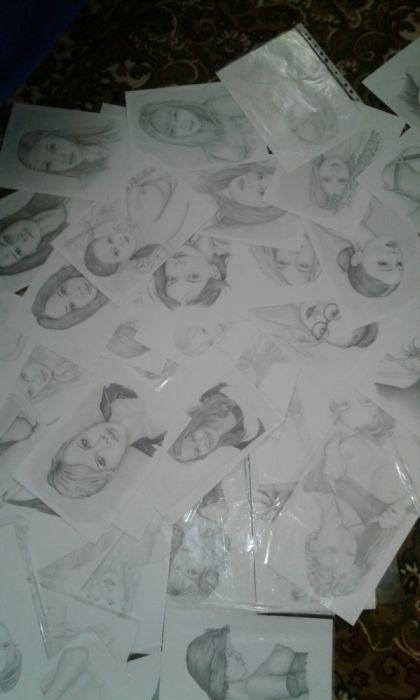 большой набор рисунков одного художника