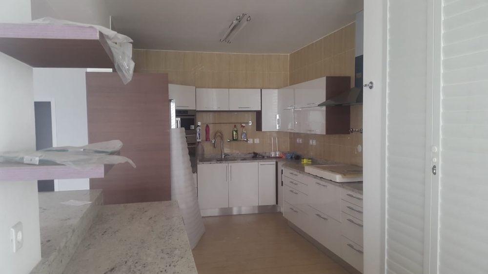 Arrenda se apartamento T4 no Condomínio Xitala na Marginal Sommerchiel
