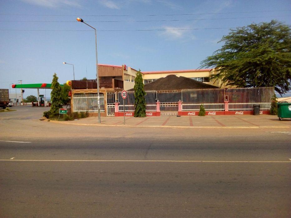 Arrenda-se Restaurante Hospedaria bem localizado, no KM 30, Benfica.