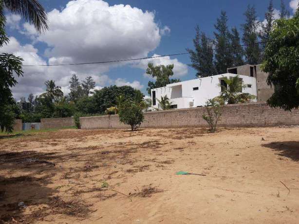 Vende-se Lindissimo Terreno ao Redor das MAHOTAS/ROMAO/D.ALICE