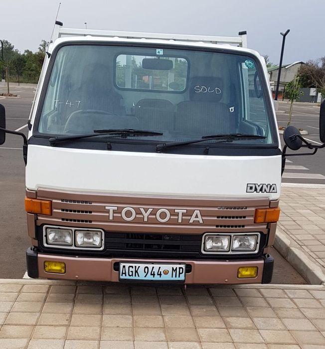 Camião Toyota Dyna recém importado