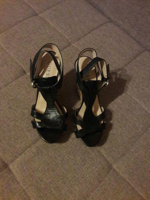 Vând sandale Guess, din piele, cu platformă (aduse din Atlanta SUA)