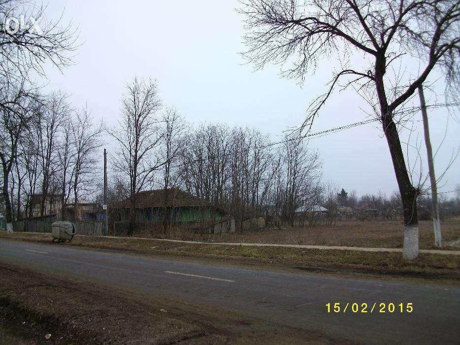 Vand casa Damideni, Com. Romanesti , la sosea vizavi de biserica