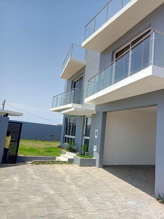 Vivenda Duplex T5 | 4 Suites | 2 Wc's | Cozinha americana | Piscina |