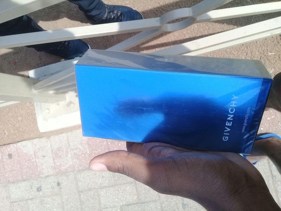 Perfume Givenchy Blue Label Cidade de Matola - imagem 2
