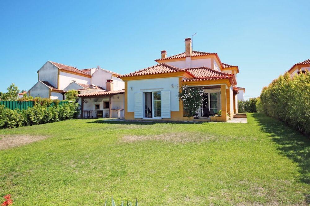 Vende se em Portugal condomínio fechado e seguro com área de lazer