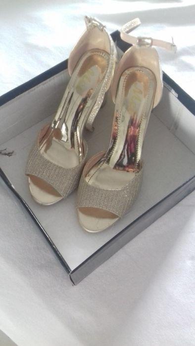 Vand sandale elegante aurii