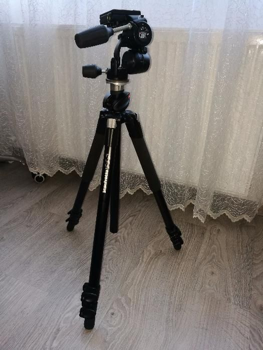 Vând trepied foto profesional Manfrotto 055xPROB
