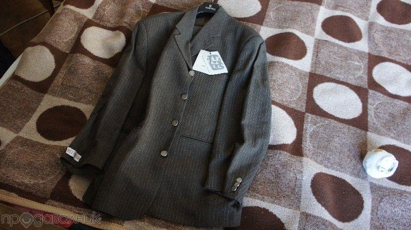 Продавам мъжки марков костюм Bitsiani