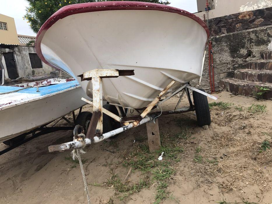 Vendo barco de recreio/pesca com respectivo atrelado