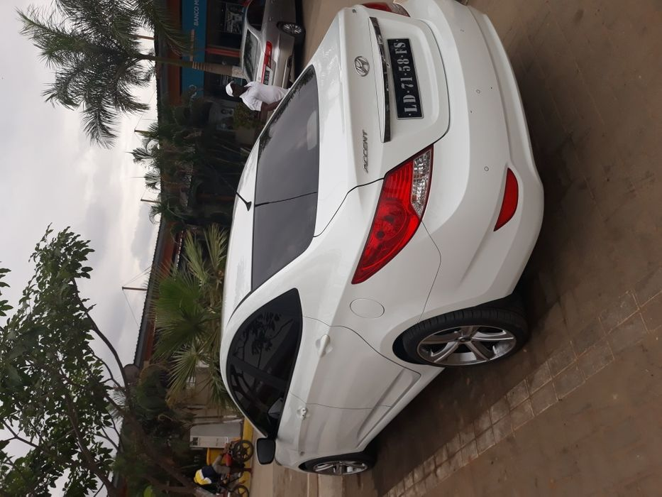 Hyundai accent full option adquirido na cosal Luanda. Carro como novo
