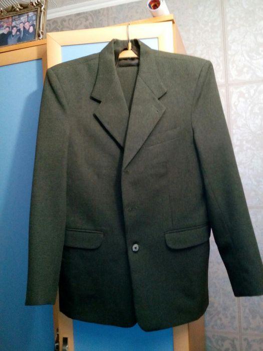Продается мужской костюм тройка размер- 50 рост- 3 , цена - 5000 тн
