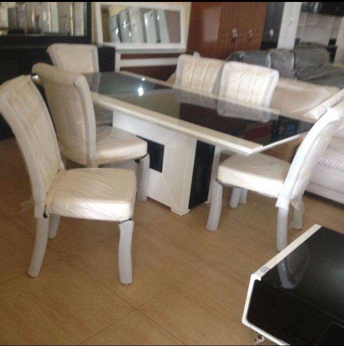 Mesa de jantar de 6 cadeiras novo