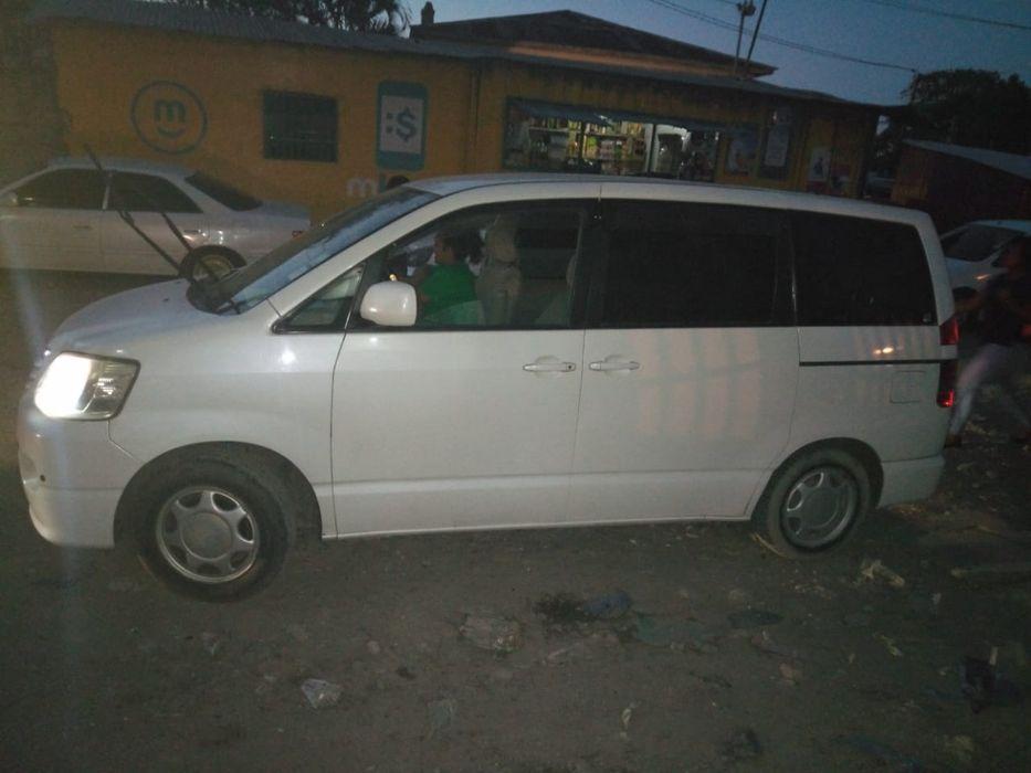 Toyota Noah muito limpo Alto-Maé - imagem 4