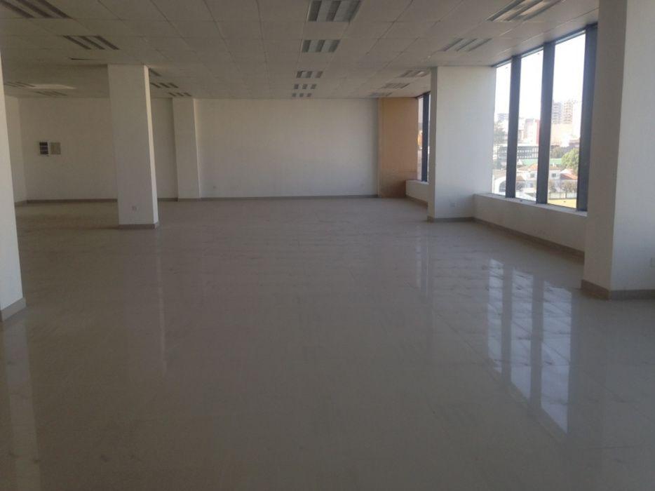 Arrenda se escritório numa área de 275.20m2 na Baixa Av. 25 de Setembr Bairro Central - imagem 1