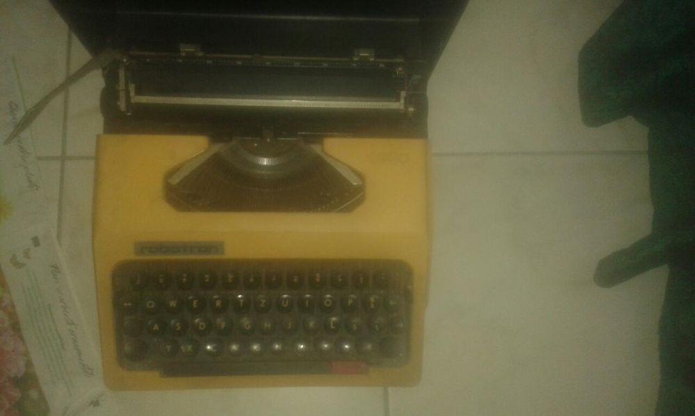 masina de scris Robotron Cella