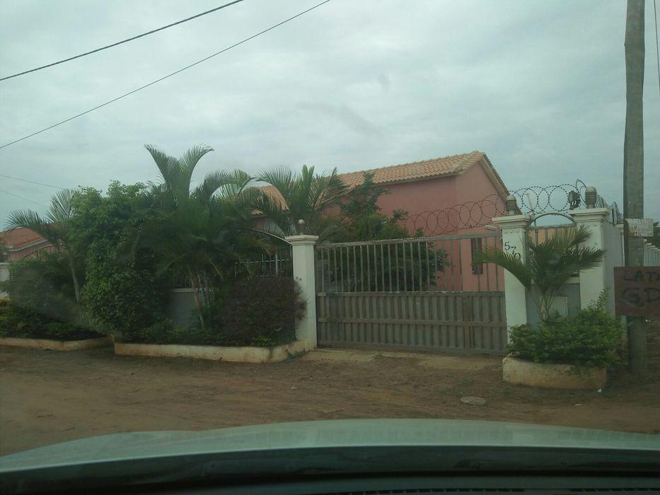 Vende-se vivenda T2 no patriota Kilamba - imagem 1