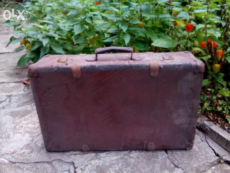Продавам ретро куфар и дървени врати