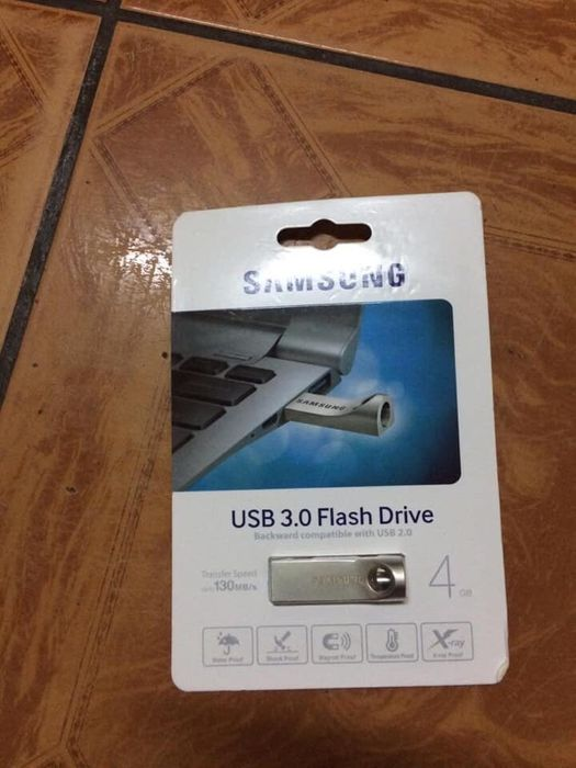 Flash Samsung metalico 4gb