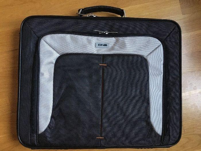 сумка для ноутбука 17го новая