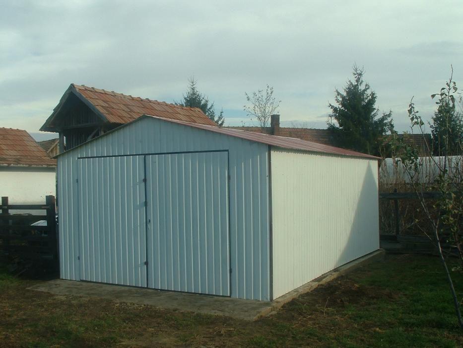 OFERTĂ:Garaj metalic colorat, de 4m x 6m, cu acoperișul în două ape