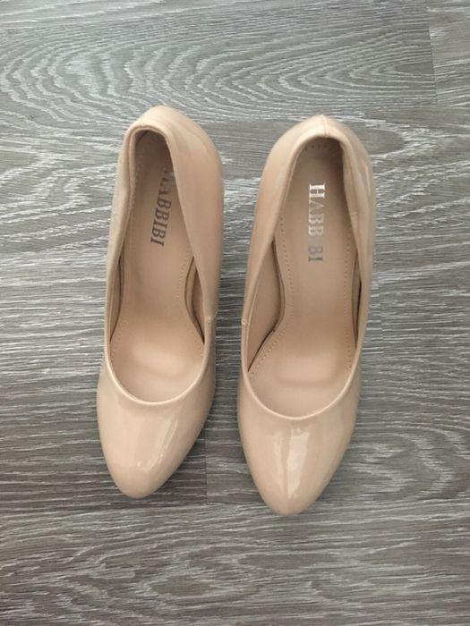 Pantofi lacuiti marimea 39, noi