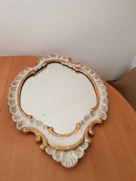 Oglinda veche, rama de lemn