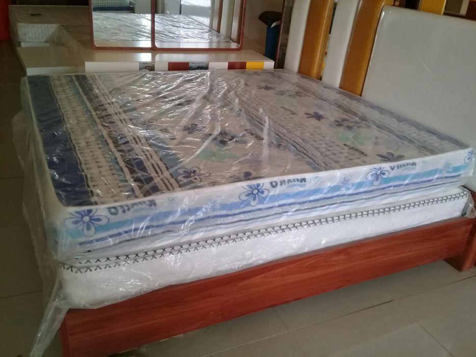 Quarto cama de 200x180 com colchão.direto entrega è montagem.